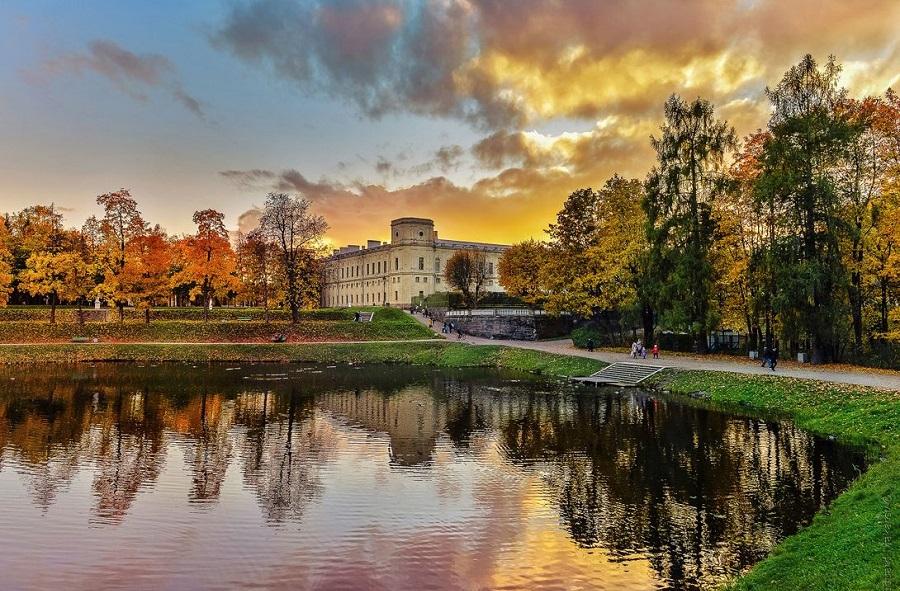 Петербуржцы проголосовали за лучшие парки для прогулок осенью фото