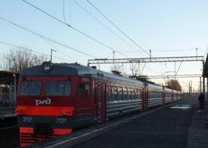 Грузовой поезд насмерть сбил ночного пешехода у Варшавского вокзала в Гатчине