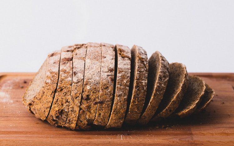 почему лучше не класть в холодильник хлеб