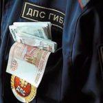 Двух сотрудников ГИБДД поймали на взятке