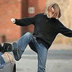 Гатчинка попала под суд за удары ногами по машине