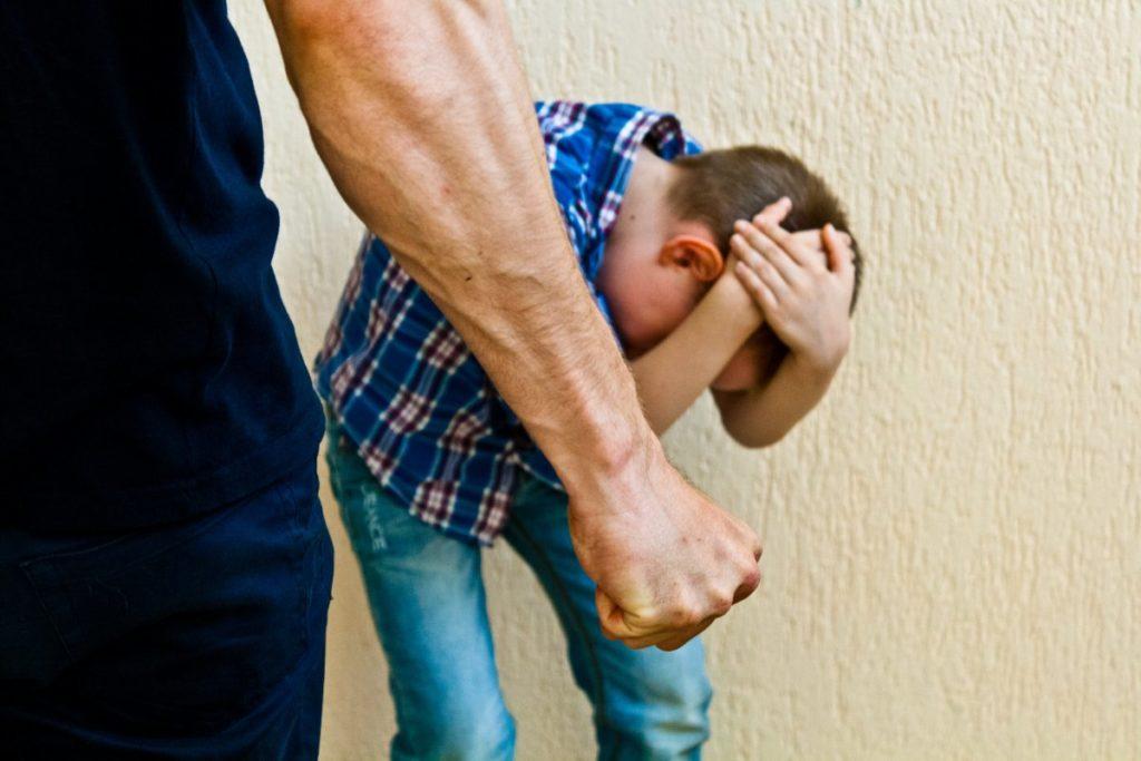 отце сломал сыну первокласснику нос в Гатчине