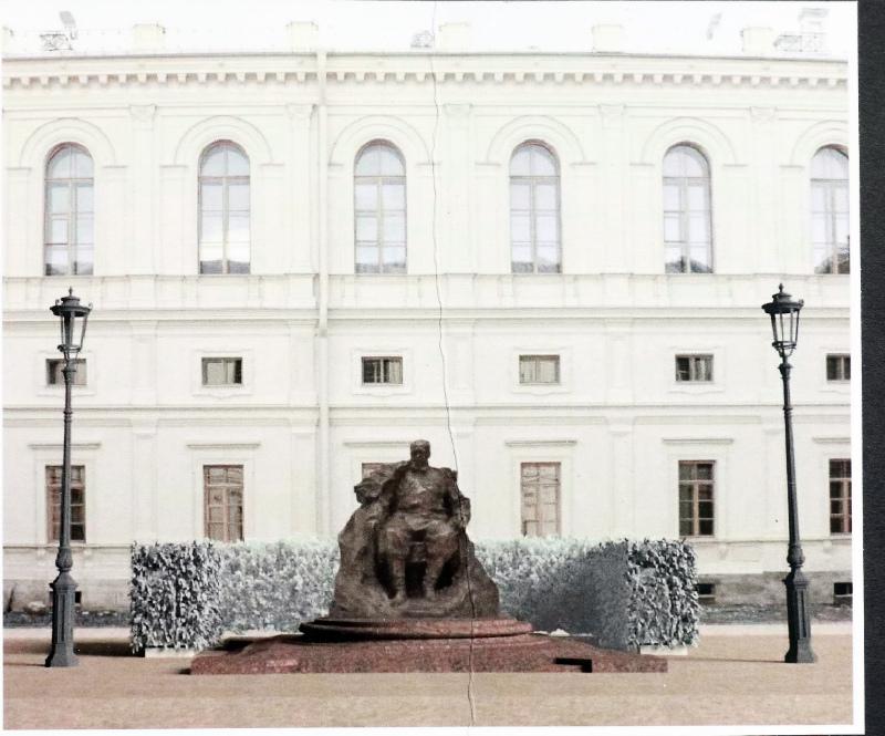 памятник александру 3 в гатчине где находится