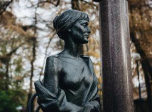 Анна Ахматова памятник Сиверский
