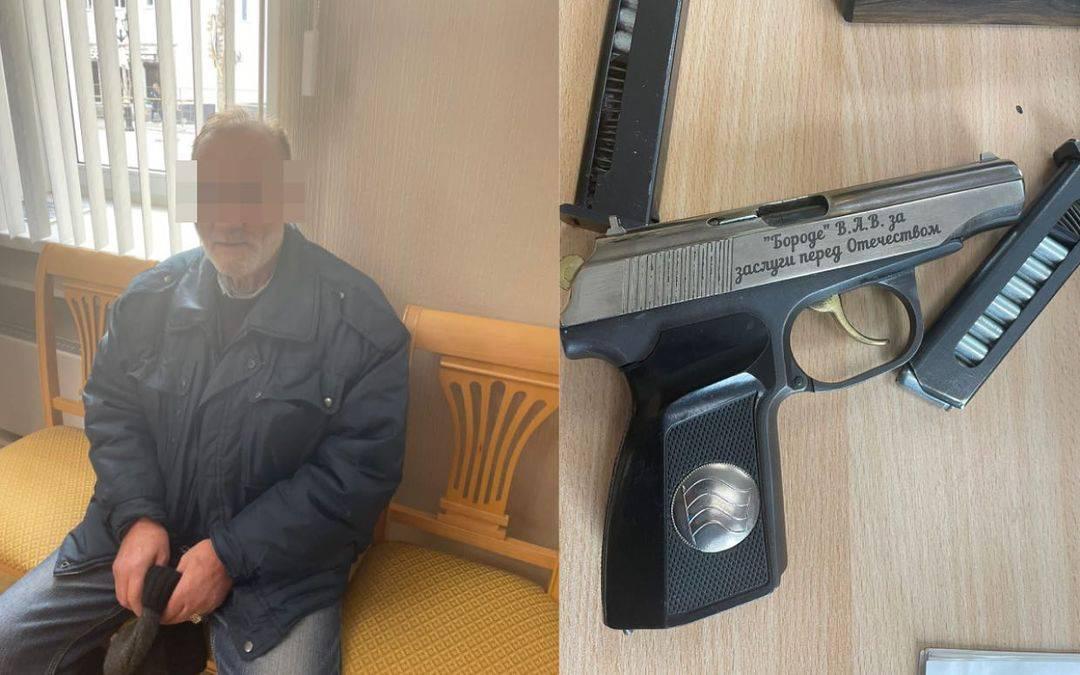 В Гатчине пенсионер попытался решить многолетний земельный спор стрельбой из травмата